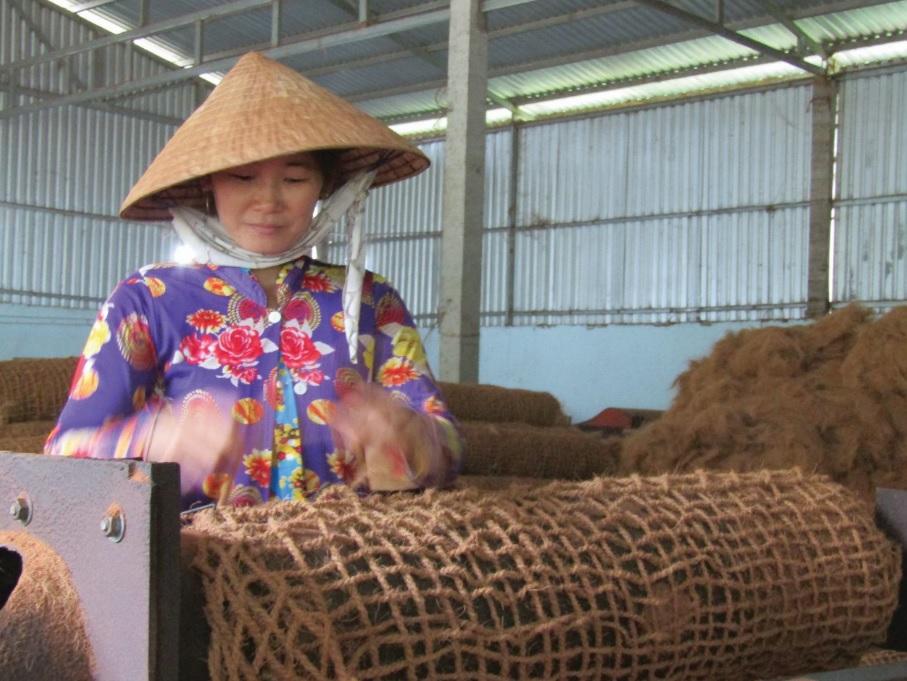 Công nhân lao động tại cơ sở của anh Nghiêm Đại Thuận.