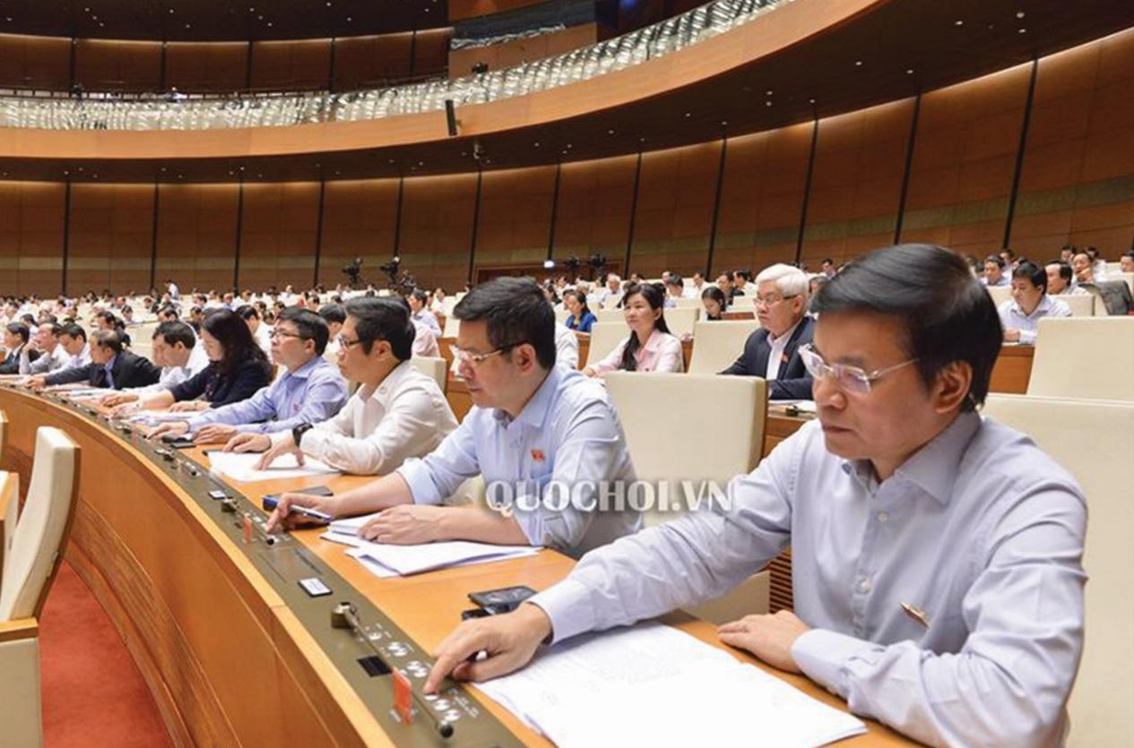 Đại biểu Quốc hội biểu quyết thông qua Nghị quyết về kế hoạch phát triển kinh tế - xã hội năm 2019.