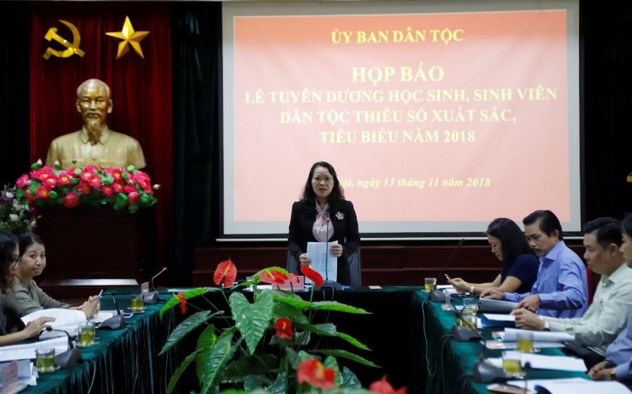 Bà Hoàng Thị Hạnh phát biểu tại cuộc họp báo