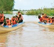 Tuần tra bảo vệ biên giới trong mùa lũ