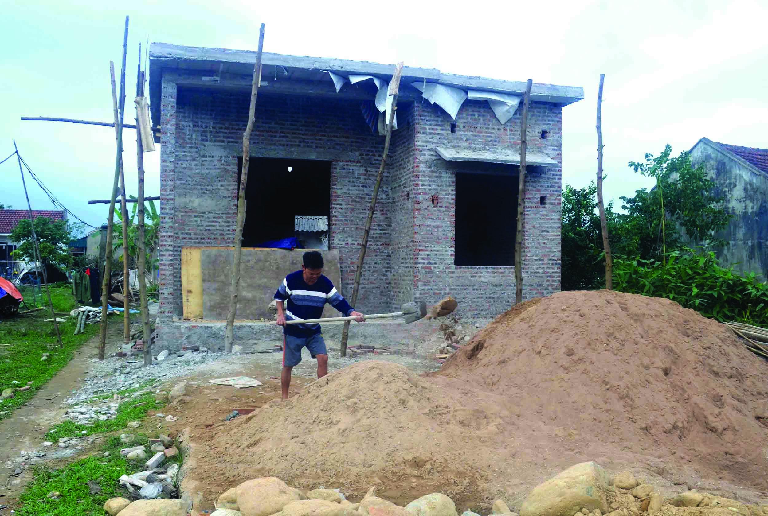 Nhiều hộ nghèo đã có những căn nhà kiên cố từ Chương trình 167. (Trong ảnh: Gia đình anh Phùn A Hà, thôn Thanh Sơn, xã Quảng Lợi, huyện Đầm Hà, (Quảng Ninh), được hỗ trợ xây nhà ở theo Chương trình 167).