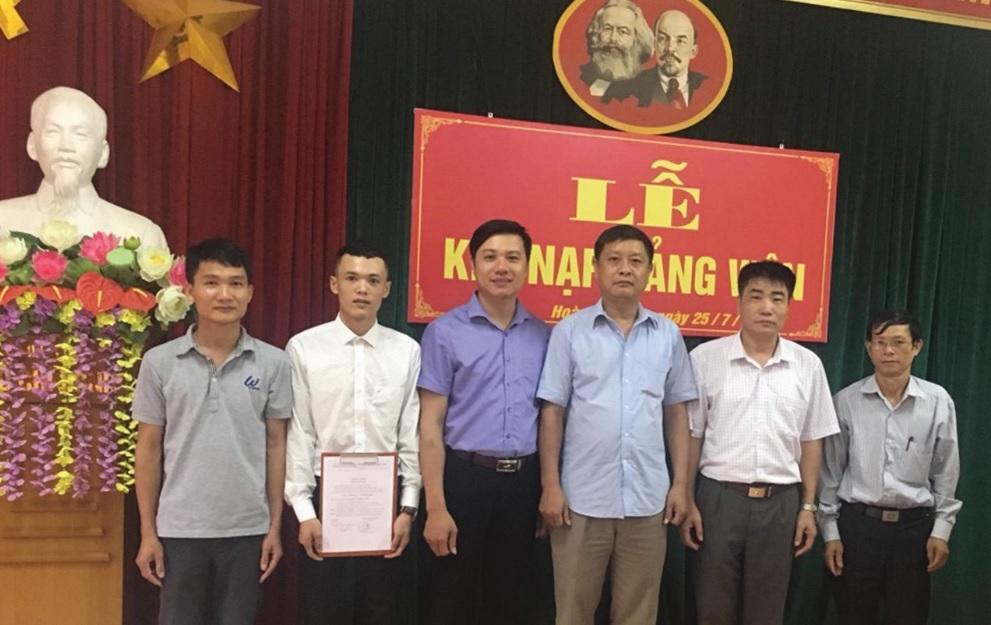 Lễ kết nạp đảng viên mới ở Đảng bộ huyện Hoàng Su Phì.
