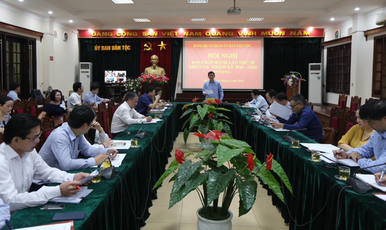 Bí thư Đảng ủy, Thứ trưởng, Phó Chủ nhiệm Ủy ban Dân tộc Nông Quốc Tuấn chủ trì Hội nghị.