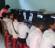 Thanh niên dân tộc thiểu số với internet