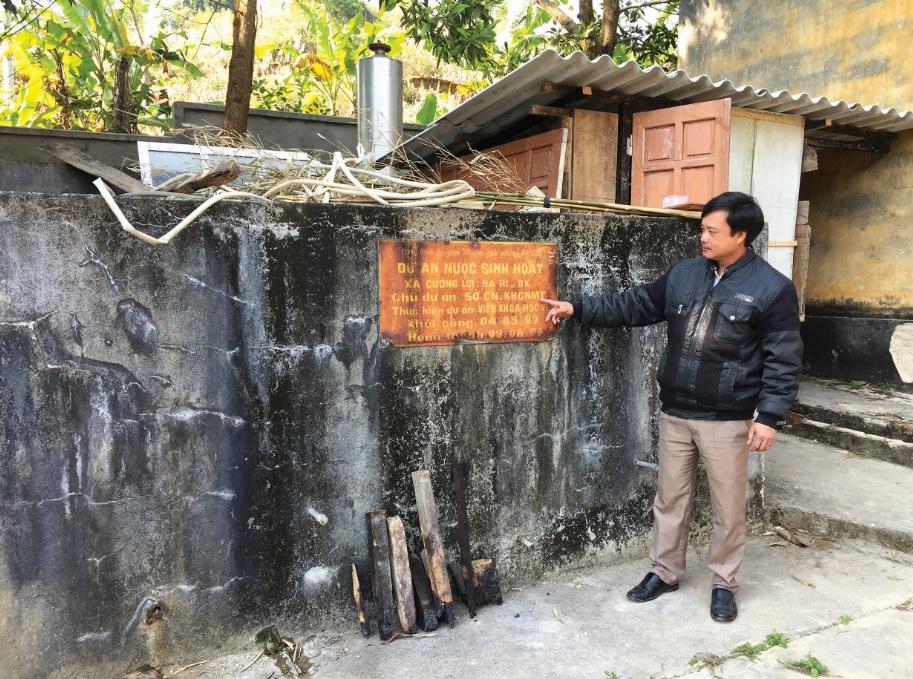Công trình cấp nước sạch thôn Nà Chè, xã Cường Lợi hoạt động cầm chừng, hiện nước trong bể sắp cạn.