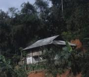 Khoét núi để dựng nhà