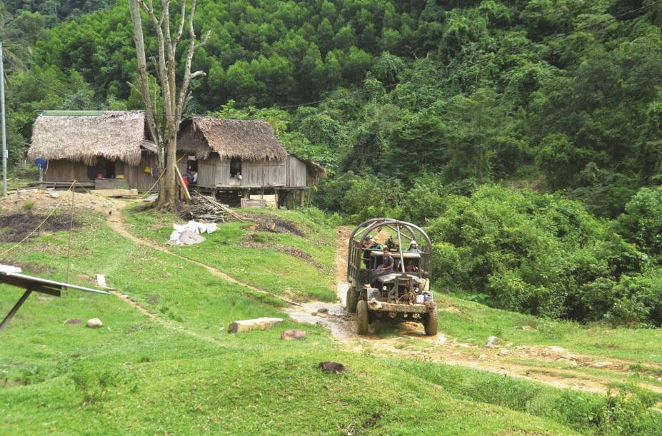 Đường vào bản Mít, xã Vĩnh Ô, huyện Vĩnh Linh rất khó khăn.