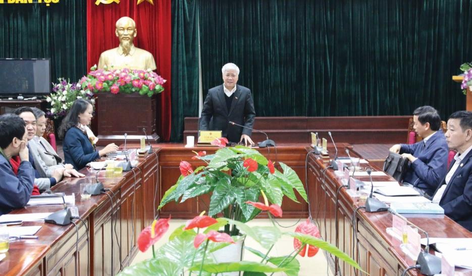Bộ trưởng, Chủ nhiệm UBDT Đỗ Văn Chiến phát biểu tại buổi họp.