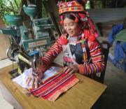 Chị Lỳ Gió Nu, bản Pắc Ma, xã Ka Lăng, huyện Mường Tè, Lai Châu đang may trang phục truyền thống.