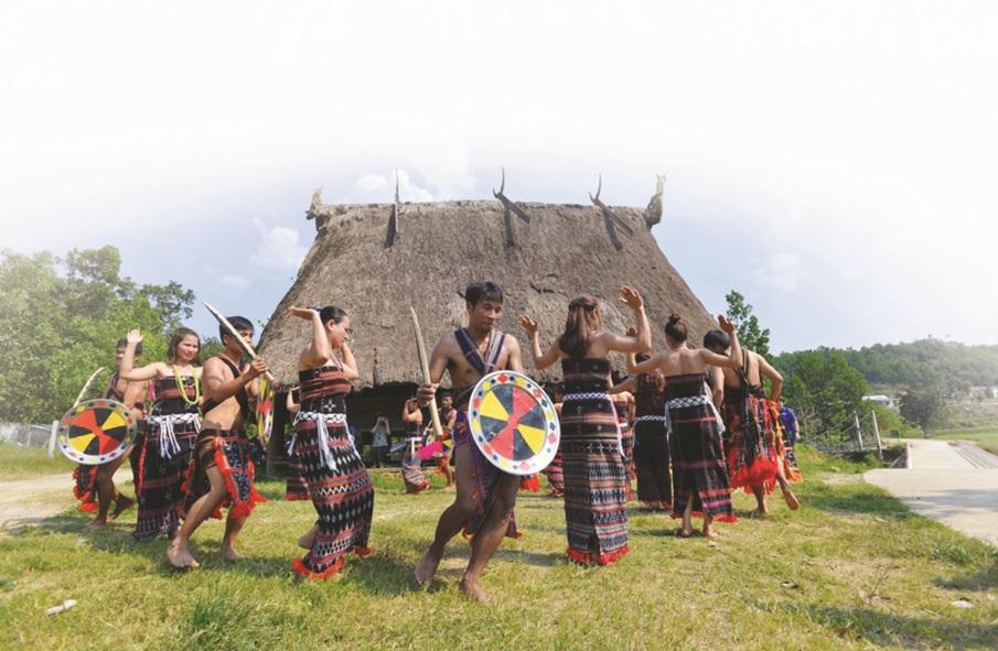 Bảo vệ vốn cổ văn hóa nhằm phát huy di sản văn hóa các DTTS Việt Nam.