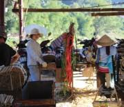 Người dân bản Đỏ, xã Phú Thanh, huyện Quan Hóa tích cực sản xuất trong những ngày trước Tết Nguyên đán 2019.