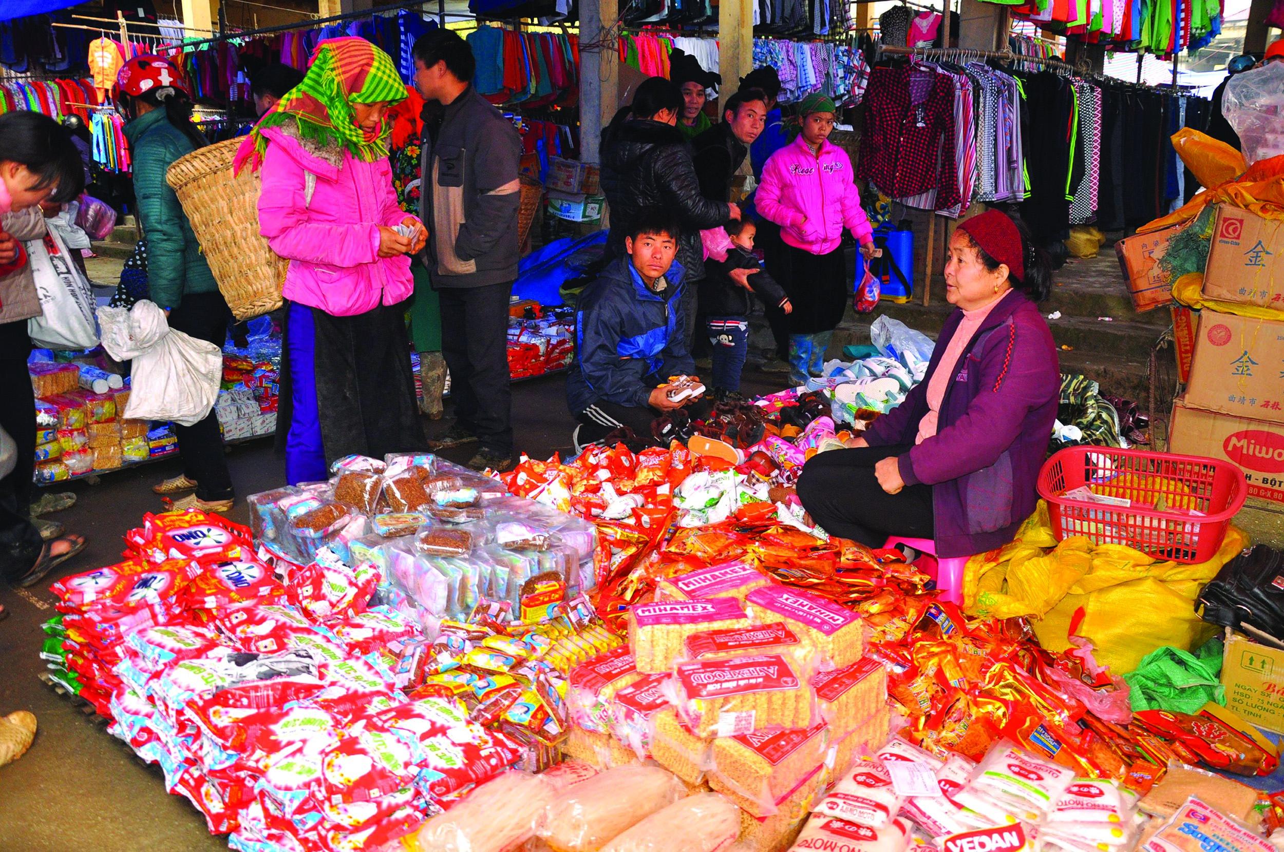 Chợ phiên vùng cao những ngày giáp Tết.