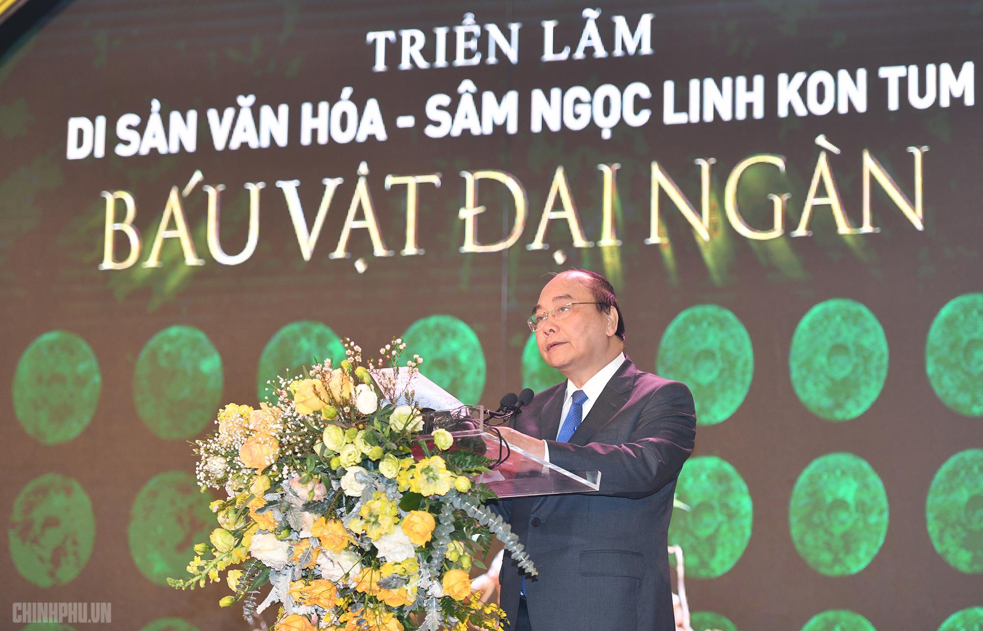 Thủ tướng Nguyễn Xuân Phúc phát biểu tại Triển lãm Di sản Văn hóa - Sâm Ngọc Linh. Ảnh VGP/Quang Hiếu