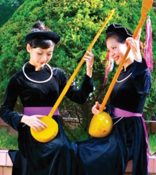 Người Tày thường vận dụng thành ngữ, tục ngữ trong âm nhạc truyền thống để giáo dục con người.