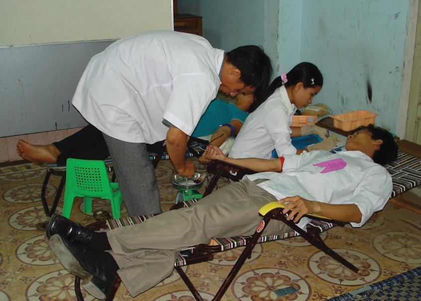 Người dân Đại Cường tích cực tham gia hiến máu.
