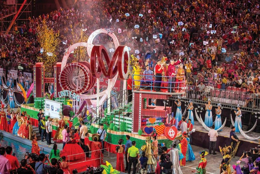 Chương trình biểu diễn đường phố và diễu hành Chingay Parade là sự kiện thu hút đông đảo khách du lịch đến Singapore trong dịp Tết Nguyên đán.