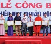 Lãnh đạo huyện Châu Thành khen thưởng cho 10 đơn vị đã có thành tích đóng góp cho xã An Hiệp trong xây dựng NTM.