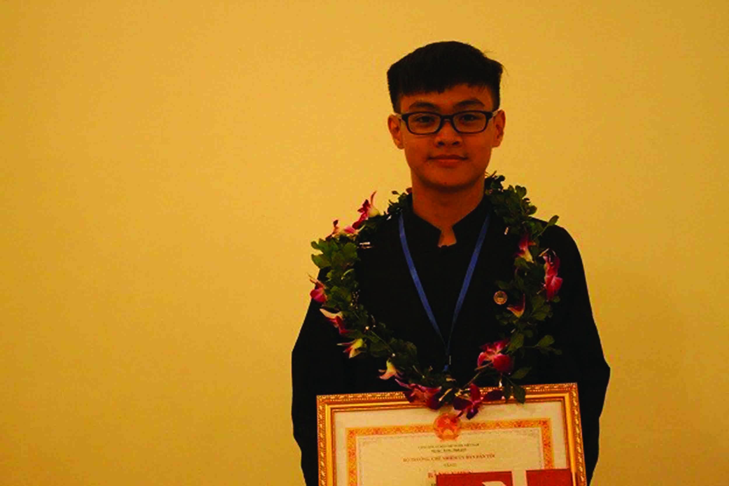 Hà Lê Huy Năng nhận Bằng khen tại LễTuyên dương học sinh, sinh viên DTTS xuất sắc, tiêu biểu năm 2018.