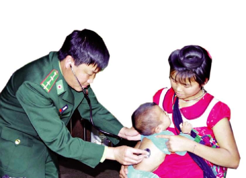 BĐBP Điện Biên tổ chức khám chữa bệnh và phát thuốc miễn phí cho nhân dân hai bên biên giới Việt-Lào.