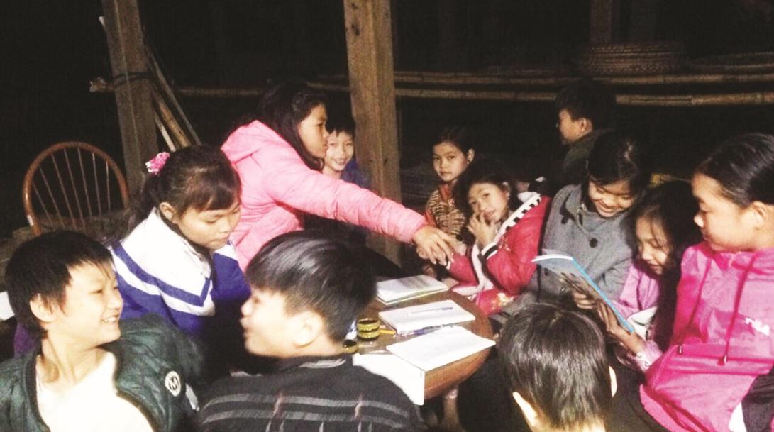Lớp học đặc biệt do Phàn Thị Chấu tổ chức.
