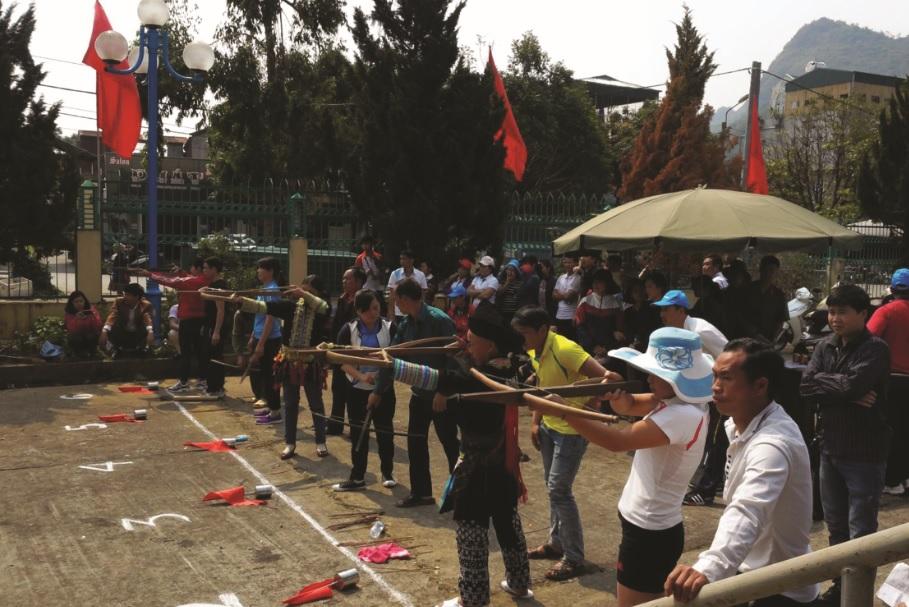 Bắn nỏ là môn thể thao gắn liền với văn hóa truyền thống của người dân vùng cao.