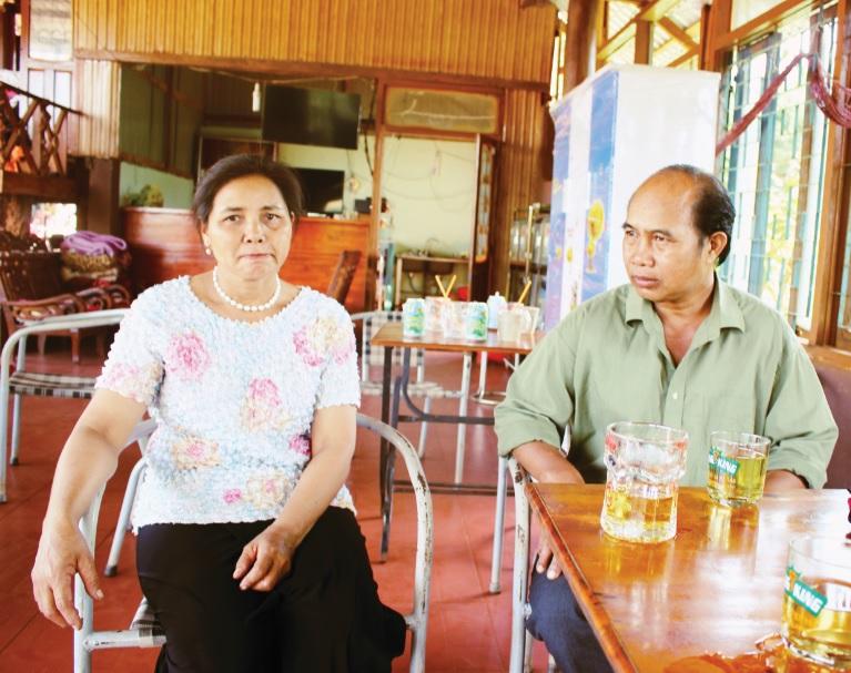 Vợ chồng bác sĩ Nay Blum và H'Nơn.