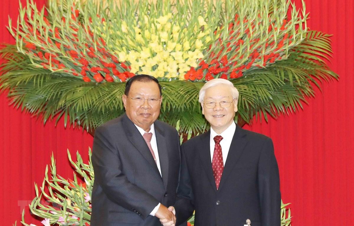 Tổng Bí thư, Chủ tịch nước Nguyễn Phú Trọng và Tổng Bí thư, Chủ tịch nước Lào Bounnha Vorachith. Ảnh: Trí Dũng/TTXVN)