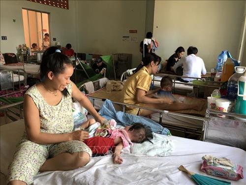 Bệnh nhi mắc bệnh sởi đang điều trị tại Bệnh viện Nhi Đồng 2 Thành phố Hồ Chí Minh. Ảnh: Đinh Hằng - TTXVN