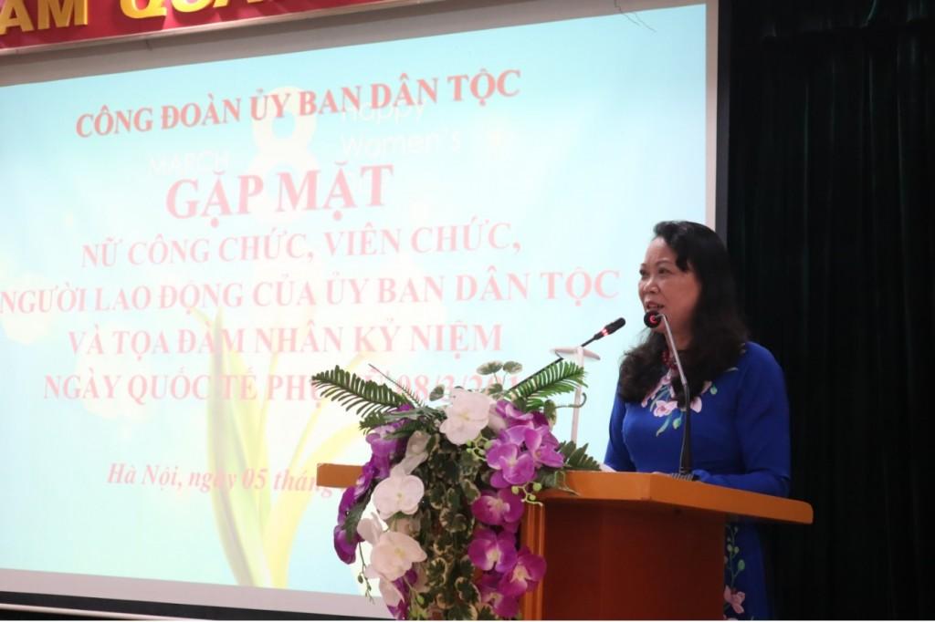 """Thứ trưởng, Phó Chủ nhiệm Hoàng Thị Hạnh chia sẻ tại buổi tọa đàm """"Trái tim phụ nữ"""""""