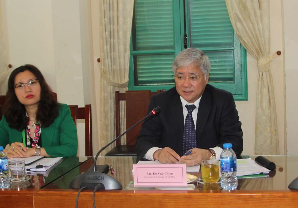 Bộ trưởng Đỗ Văn Chiến phát biểu tại buổi làm việc