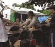lVề đích nông thôn mới và giữ làng nghề