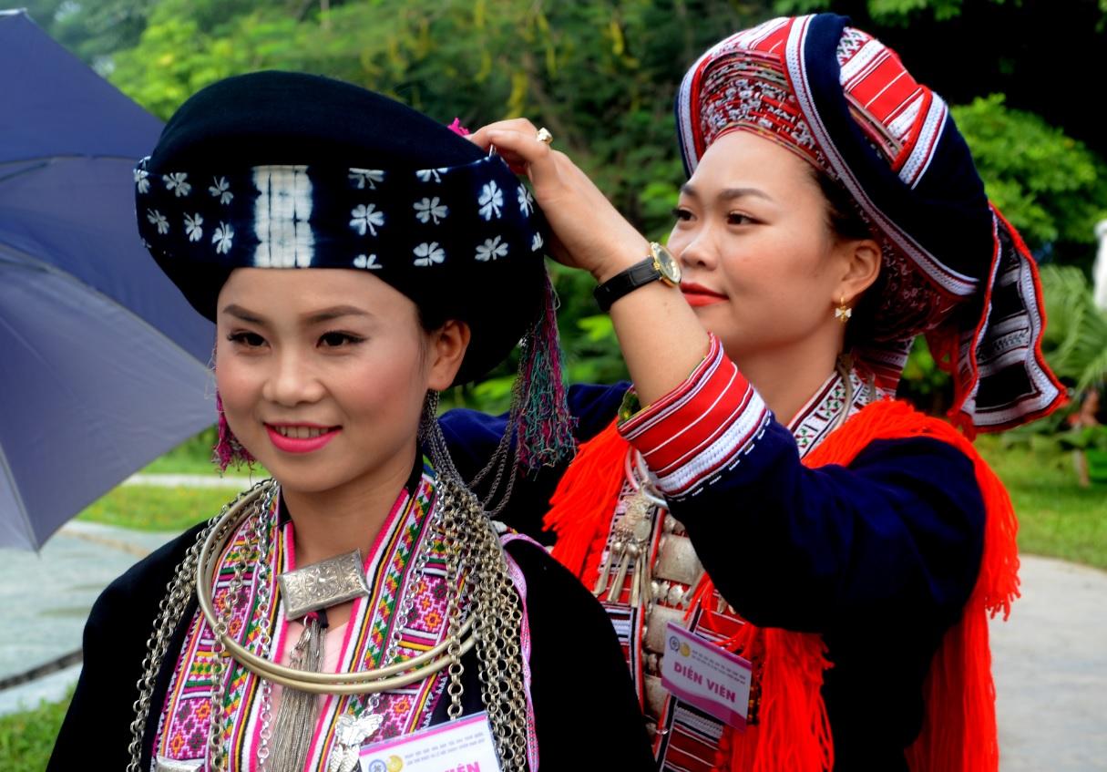 Trang phục của phụ nữ dân tộc Dao. Ảnh Lê Na