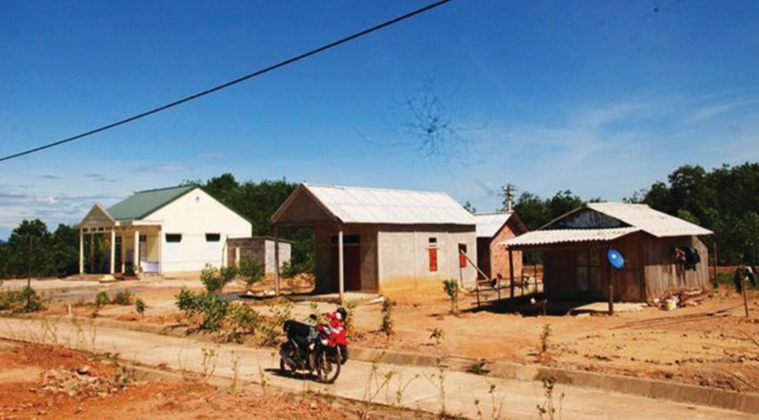 Mặc dù cuộc sống người dân khu TĐC Khe trổ đã ổn định nhiều năm nay nhưng đất sản xuất vẫn chưa được bàn giao cho người dân.