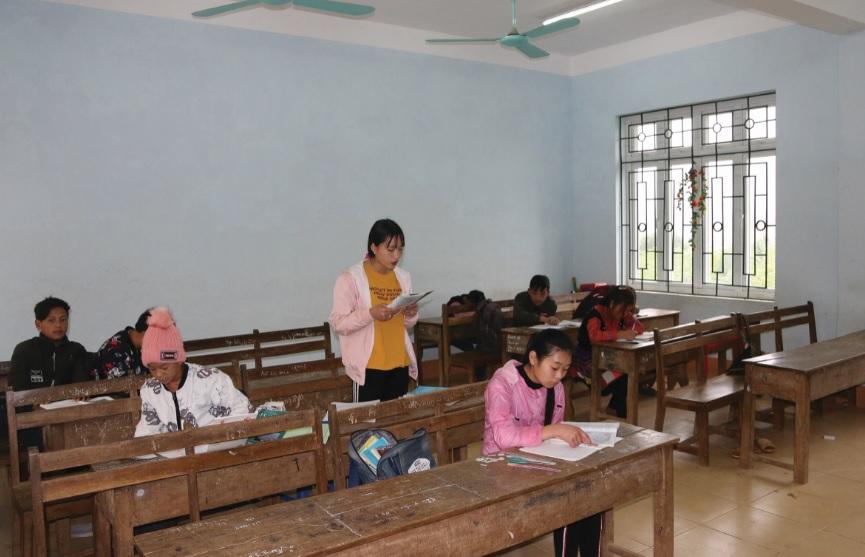 Tình trạng học sinh bỏ học phổ biến khiến lớp học khối 9 chỉ còn vài em học sinh.