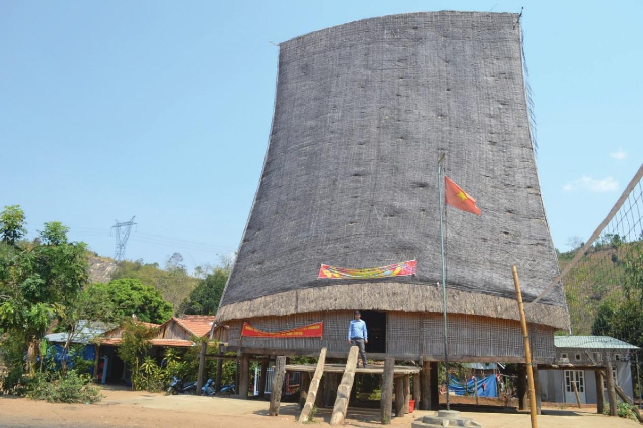 Nhà rông làng cổ Kon Kơ Tu.