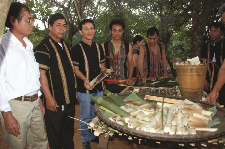 Cơm lam là món ăn đặc sản của đồng bào các DTTS ở Bình Phước.