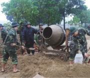 Lực lượng vũ trang huyện Lệ Thủy, tỉnh Quảng Bình giúp thôn Văn Minh, xã Văn Thủy, huyện  Lệ Thủy xây dựng nông thôn mới.