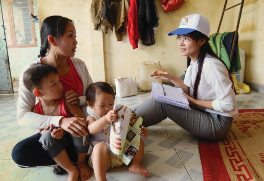 Mặc dù cán bộ y tế đến tận nhà để tuyên truyền vận động nhưng nhiều gia đình vẫn không đưa con đi tiêm phòng.
