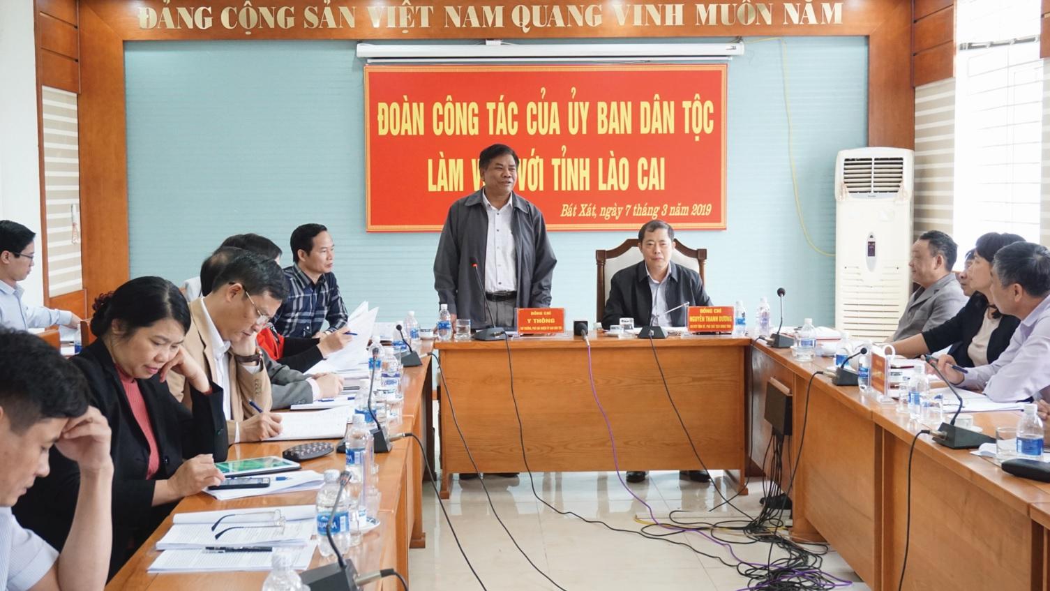 Thứ trưởng Y Thông phát biểu tại buổi làm việc với tỉnh Lào Cai.