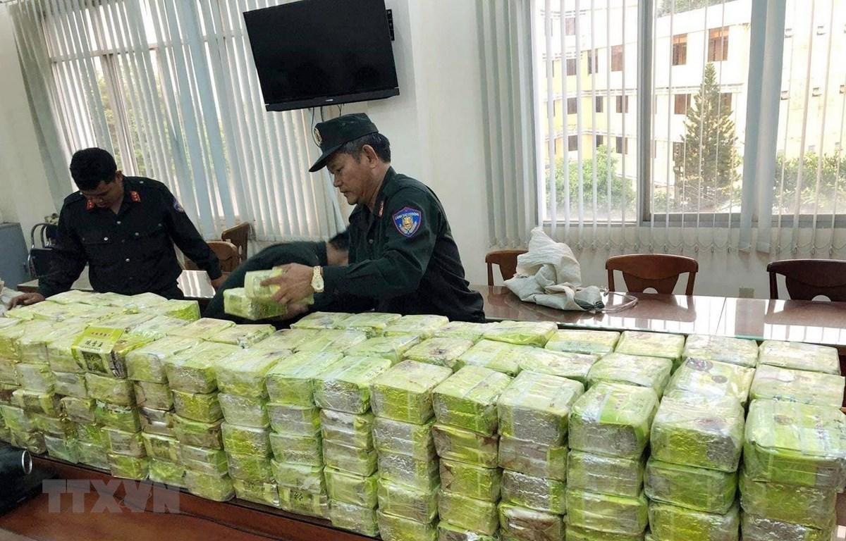Tang vật trong vụ án bắt giữ 300kg ma túy đá tại thành phố Hồ Chí Minh. Ảnh: TTXVN.