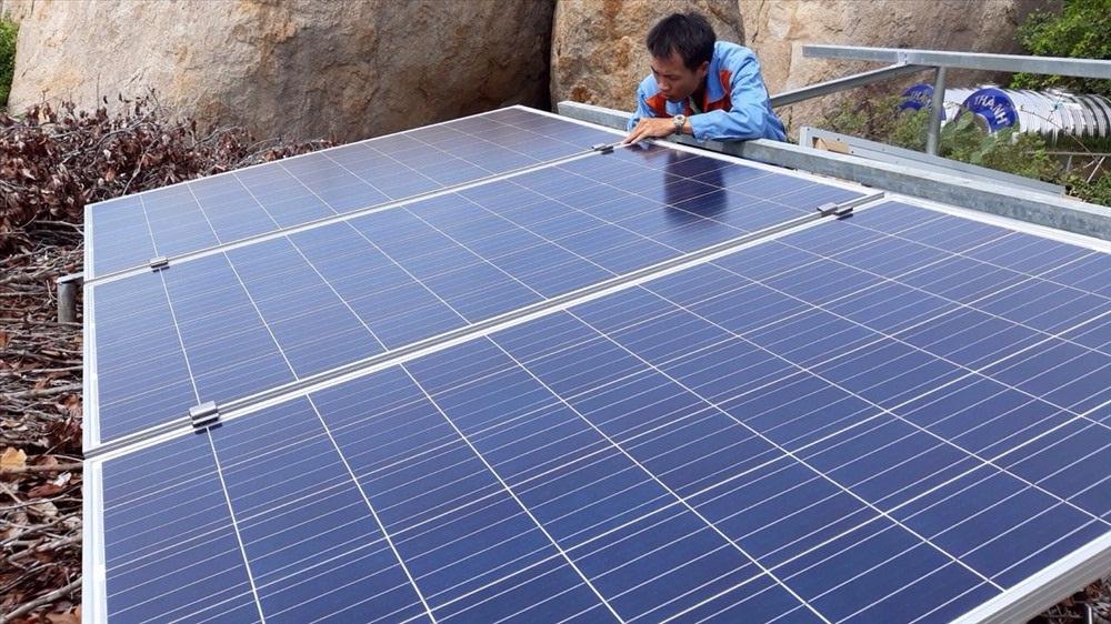 Cơ sở homestay Ngôi nhà hoa ếch được hỗ trợ lắp hệ thống điện mặt trời.