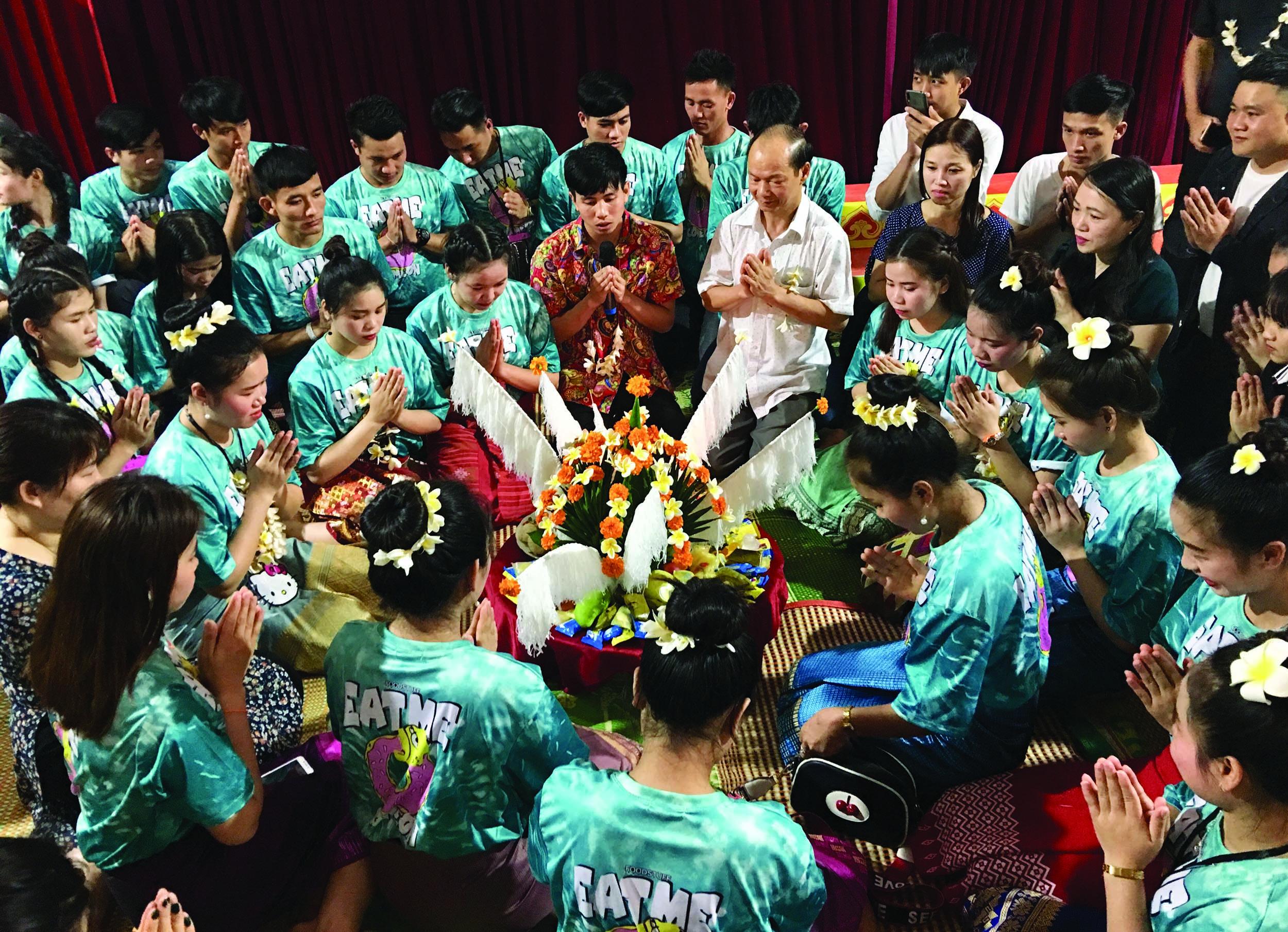 Lễ cúng truyền thống trong dịp đầu năm mới.