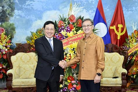 Phó Thủ tướng Phạm Bình Minh và Đại sứ Thongsavanh Phomvihane - Ảnh: VGP/Hải Minh
