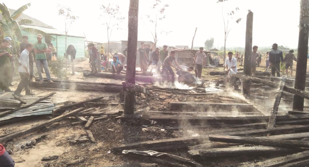Vụ hỏa hoạn do chập điện khiến nhà anh Rơ Ô Đông cháy trụi.