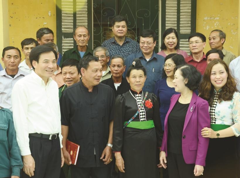 Bà Trương Thị Mai, Ủy viên Bộ Chính trị, Bí thư Trung ương Đảng, Trưởng ban Dân vận Trung ương gặp gỡ, đối thoại với 25 già làng, trưởng bản, Người có uy tín tại huyện Điện Biên.