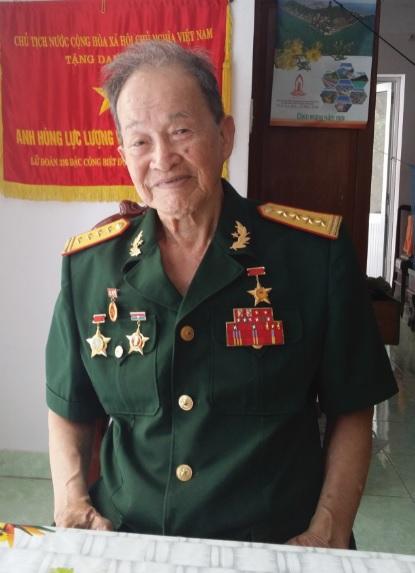 Đại tá tình báo Tư Cang.