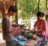 Anh Trần Minh Tiến chế tác ra nhiều vật dụng trong sinh hoạt gia đình từ nguyên liệu  tự nhiên.