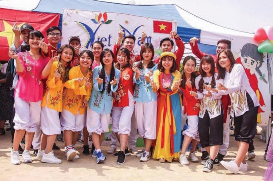 Du học sinh Việt Nam trong một Lễ hội Văn hóa tại Hàn Quốc. Ảnh: tư liệu
