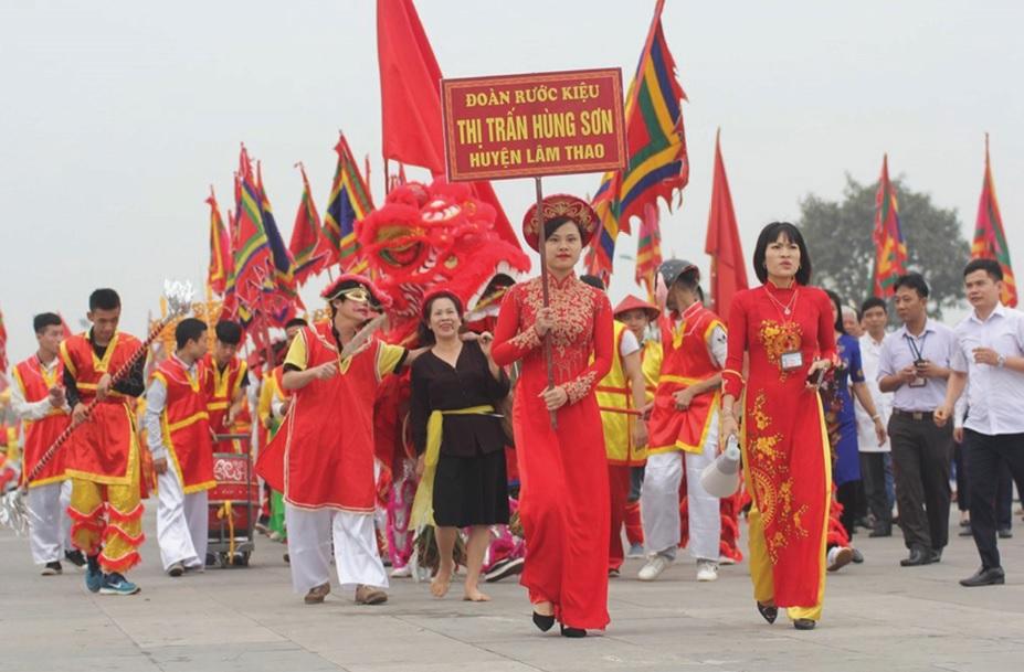 Đoàn rước kiệu của thị trấn Hùng Sơn, huyện Lâm Thao, tỉnh Phú Thọ trong lễ Giỗ Tổ. Ảnh TL