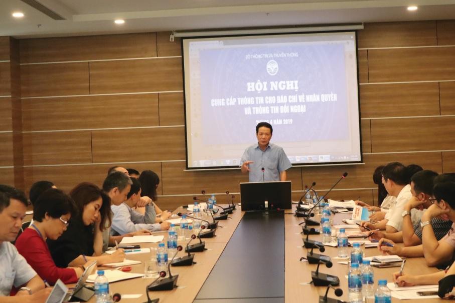 Thứ trưởng Bộ Thông tin và Truyền thông Hoàng Vĩnh Bảo phát biểu tại Hội nghị.